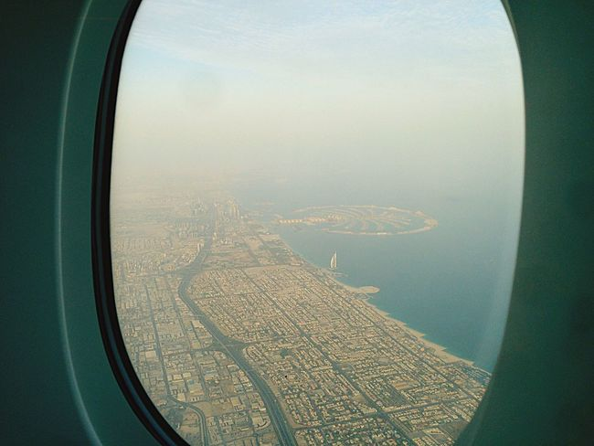 Welcome in Dubai UAE Sunshine Vogelperspektive Plane Window The Graphic City Mobility In Mega Cities