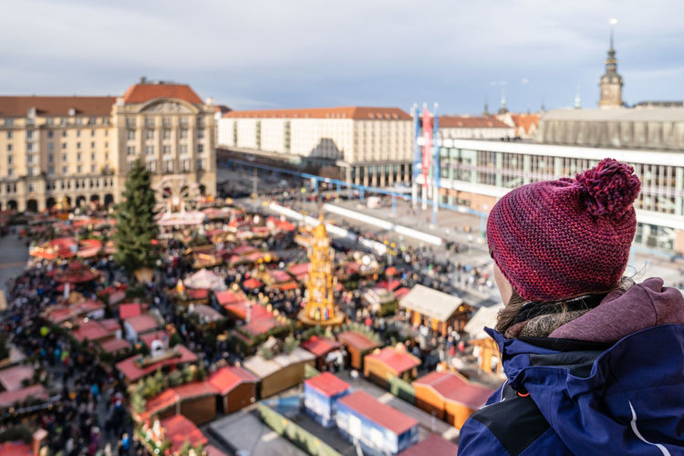 Dresden Dresden / Germany Striezelmarkt Striezelmarkt 2018 Dresden Striezelmarkt Dresden Striezelmarkt 2018 Alt Stadt Old City Building Old City Streets Weihnachten Weihnachten 2018 Chrismas Chrismas Time Xmas Xmas Decorations Xmas Time Xmas Lights  Architecture Building Exterior Built Structure Outdoors Hat Clothing Knit Hat Sky Winter Real People Headshot Nature City One Person Lifestyles Day Rear View Portrait Warm Clothing Women