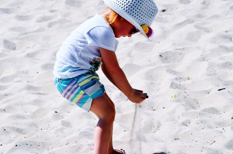 Enjoying Summer Enjoying The Moment Enjoying The Sun Enjoying Life ♥ Happy Simple Things In Life Enjoying Life Simple Moment Childhood Child Playing Playing Sand
