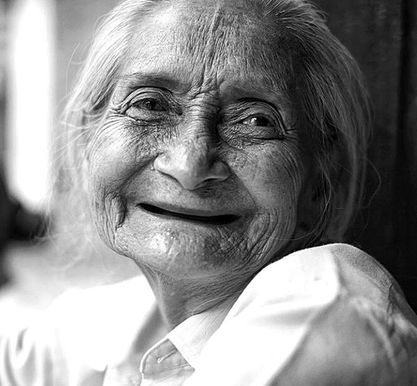 """"""" nice smile """" Black And White Photography Black & White Beautyful Nature Potrait_photography Hi! Potrait Of Woman Cheese! Nikonphotography Beuty Of Nature Nature Oldwomen"""