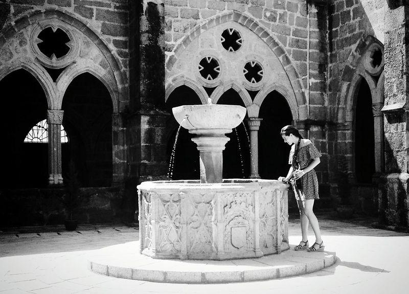 Fuente Gotico Goticosuave B&n Blancoynegro