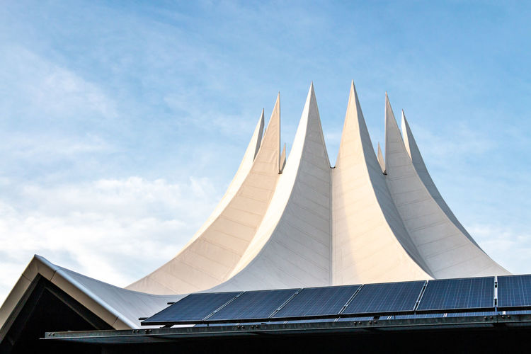 Tempodrom: Venue for concerts, theatre and meetings in Berlin. Building in the shape of a big top. Berlin Tempodrom Architecture Big Top Built Structure Day Low Angle View Nature Outdoors Sky Tent