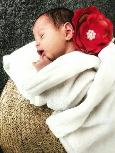 Network Red Portrait Lying Down Wrapped Relaxation Cute Pampering Baby