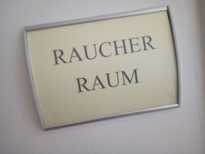Schild Sign Raucherraum Do You Care For A Smoke smoking area