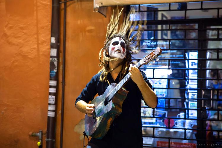 Kallidad @ Ferrara Busker Festival Busker Colors Energy Ferrara Guitar Guitarist Music Musician Orange Street Streetartist Streetphotography Summer