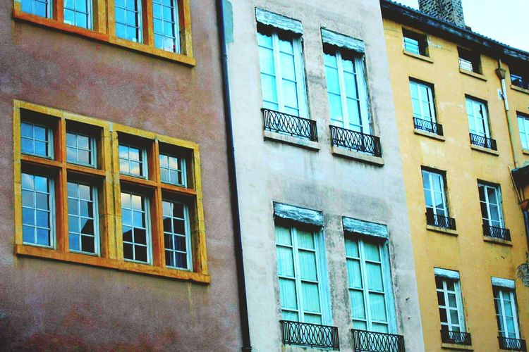 La beauté de l'architecture. The Architect - 2016 EyeEm Awards The Street Photographer - 2016 EyeEm Awards Vieux Lyon  Houses And Windows Colorful Architecture_collection Lyon Street Cute