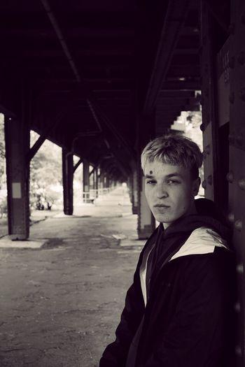 Fotosession mit Phantom Kid. Portrait Streetphotography Blackandwhite Schlesisches Tor