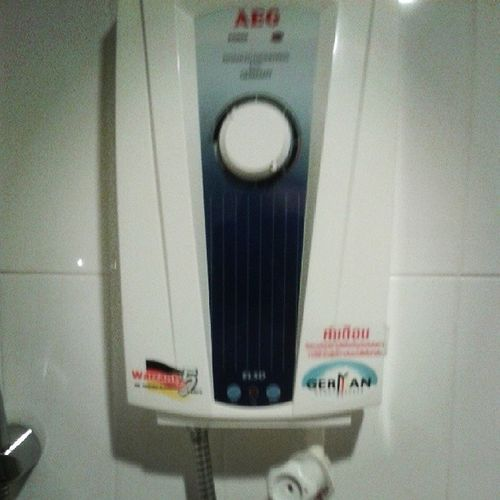 So muss das. Deutsche Wertarbeit im kombinieren Dusch-Klo. I like! ;)