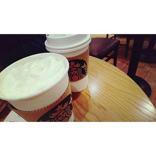 ∴スターバックスコーヒー スタバ スターバックスコーヒー 冬 はホワイトモカ 好き HotDrink Coffee みなとみらい キラキラ イルミネーション 街並み キレイ