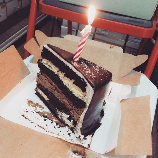 前天晚上九點買的蛋糕…😓😞 怎麼現在感覺好可憐…… Birthday Feelingsad Secretrecipe Chocolate Cake