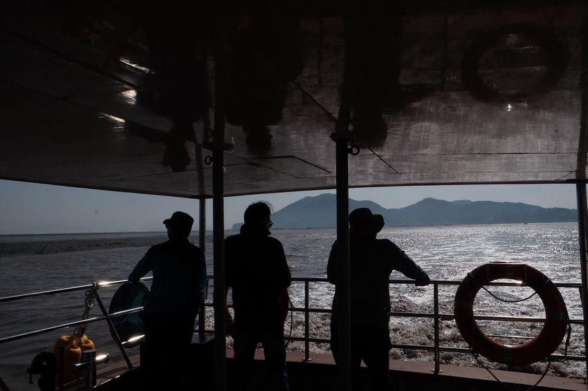 Sea Real People Men Water Boat Deck Sky Nature Outdoors South Korea Sip FUJIFILM X-T1 People Watching