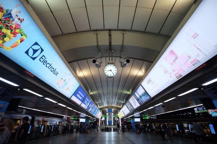 BTS Bts Skytrain Siam Bts Skytrainbangkok Lifestyles Travel City Skytrain Station Clock