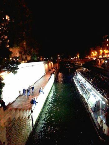 Paris Paris Quais De Seine La Seine By Night Quaideseine Quai De Seine Parigi Parigi Francia Paris France Bateau Senna Notre Dame De Paris Paris By Night Bateaux Mouches Bateau-mouche BateauMouche ParisByNight