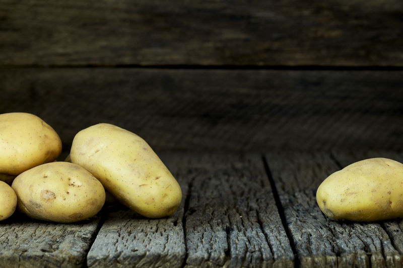 Potato Wooden Fresh Potatoes Background Table Old Food Raw Nutrition Wood Harvest Healthy Vegetable Organic Agriculture Rustic Brown Pile Ingredient Root Vegetarian Natural Farm Top View Group Heap Sack Diet Produce Many Yellow Cooking Dark Rural Uncooked Burlap Tuber Dirty Food And Drink Wood - Material Freshness Healthy Eating Wellbeing Still Life Fruit No People Close-up Indoors  Group Of Objects Pear Day Raw Food Banana
