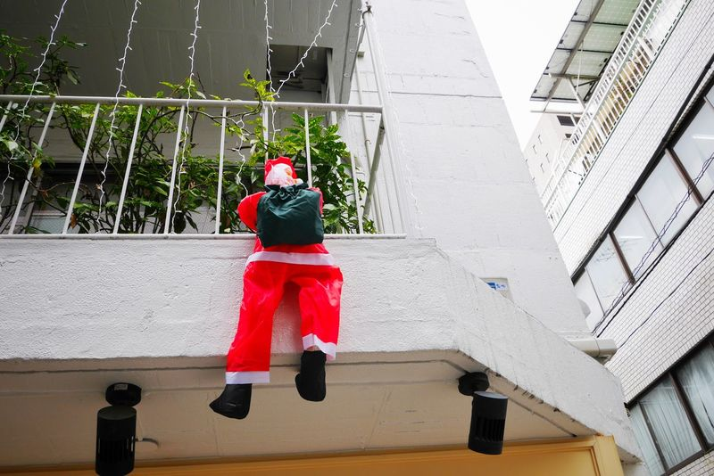 Robber /おまわりさーん、泥棒でーす Santaclaus Santa Claus Saint Nicholas Streetphotography Walking Around LUMIX DMC-GX7 in Tokyo Japan