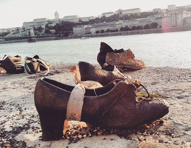 Kossuthter Danube River Shoes satue memories budapest_hungary budapest_is_awesome budapest hungary loves_hungary ig_magyarorszag ig_europe ig_budapest ilovebp instasize instabp noiphone vscocam vscohun mik ikozosseg ihu instadaily photooftheday rakpartbudaivar lánchíd