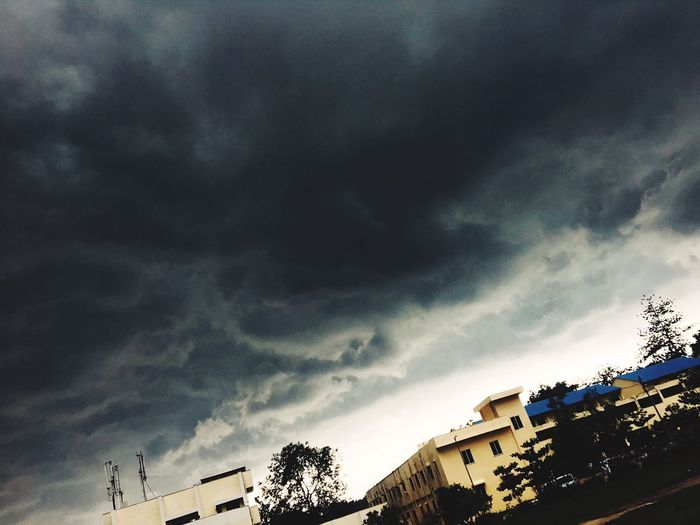 Season fall! #Overcasting Grey EyeEm Best Shots EyeEm TRENDING  Aryan Dubey Aryan Dubey Photographer Dubey Cloud - Sky Sky Low Angle View Building Exterior Architecture Built Structure Tree Nature Plant No People Storm Storm Cloud Beauty In Nature Building Outdoors Dramatic Sky Overcast City