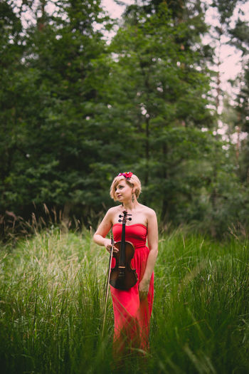 Aleksandra :-) Tree Grass Red Outdoors Green Color Nature Violin Violinists Polishgril Polish Nature Tree Red Photoshoot Landscape Nature Forest Photography Violinist Getting Away From It All Beauty In Nature Canon6d Photooftheday