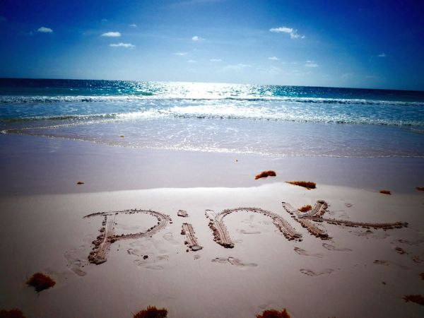 Pink sand beach, Bahamas 🇧🇸 Pinksandbeach Bahamas Bahamabeach Outstanding Paradise On Earth Moments Bestbeach Best Beach Secretplaces Speechless Sky And Clouds Sky Beach Photography
