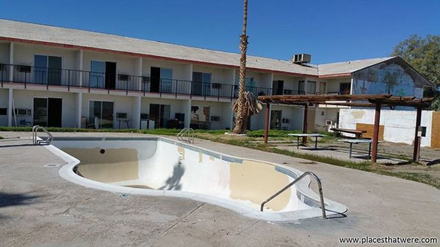 Pool at Arne's Royal Hawaiian Motel California Abandoned Urbanexploration Urbex Abandonedplaces Baker Picoftheday Abandonedcalifornia Abandonedamerica Bakercalifornia Photography Amazingplaces Pool Royalhawaiian Arnesroyalhawaiianmotel Abandonedmotel Abandonedbuilding Abandonedpool