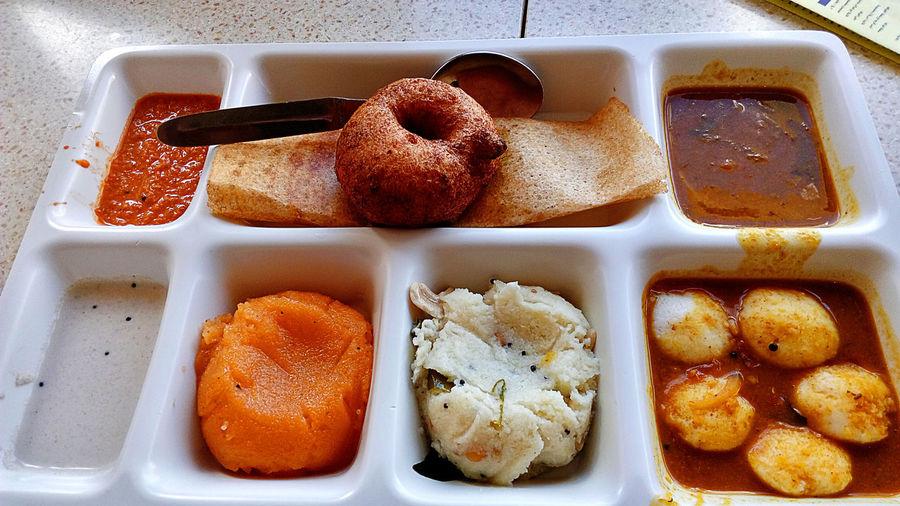 Indian Breakfast Breakfast Breakfast ♥ Breakfast Time Wada Sambhar Chatni Masala Dosa Sheera Foodporn Food Food Porn Foodphotography Food Photography Food Porn Awards Foodie