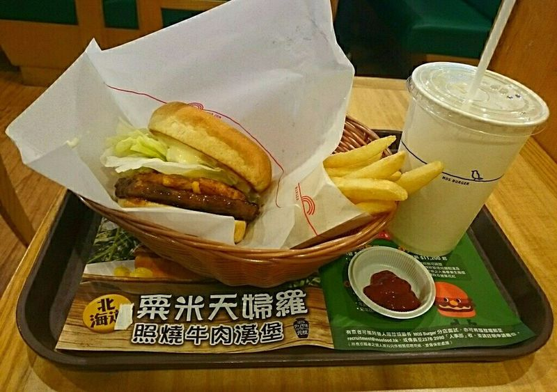 Sony Xperia Photography. Food Porn YAMI~\^o^/ Eating Fast Food' Corn Teriyaki Burger '???? at Mos Burger shop Hong Kong ?
