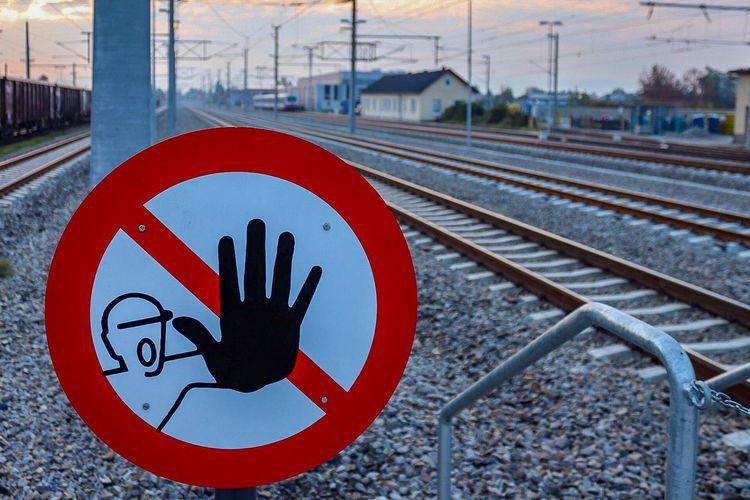 Stop Rail