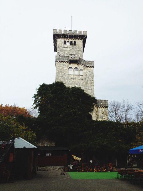 Смотровая башня на горе Большой Ахун. С неё открывается прекрасный вид на Сочи и Адлер, между которыми она и располагается Сочи Россия город интересно