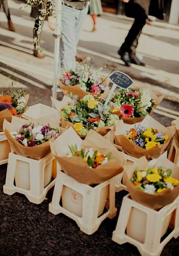 Market | Flowers 💐 Vertical Flower Table Christmas Celebration Person Only Women Freshness Outdoors Bouquet Adult One Person People Day Market Marketplace Flowers Flowers,Plants & Garden Low Light Photography Flower Photography Shop Flowershop Flowershop On The Street🌷💕 Street Photography Street Life