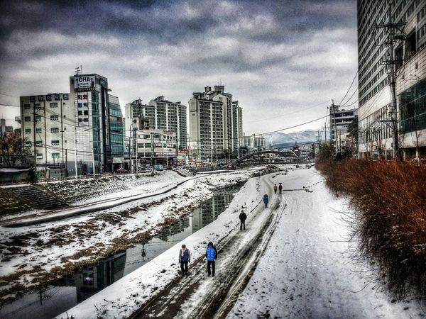 the Backyard of the downtown. 야우리 의 뒷마당 천안천.. Winter Cloudy