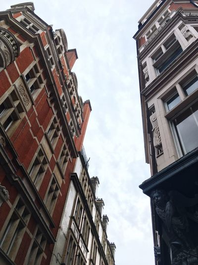 Capturing impressive architecture while walking along the streets of London 😍 Building Exterior Architecture Low Angle View Built Structure Sky Day Outdoors Cloud - Sky City No People Residential Building Architecture_collection Architectural Detail Architecturelovers Building Architektur Sky And Clouds London London Architecture Impressive Perspective Different Perspective Travel Photography Perspective Photography Perspectives