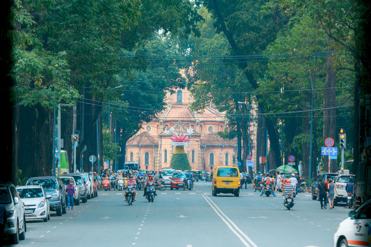Picture was taken at Notre Dame Vietnam on a beautiful Sunday morning Notre Dame Vietnam B Bike Bikes Busy Car City Life City Street Day Land Vehicle Notre-Dame Road Street Streetphotography Traffic Transportation Vietnam