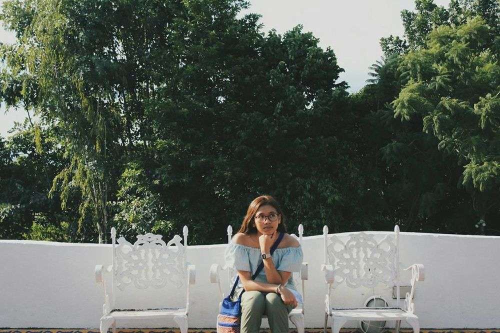 One Woman Only Outdoors Pintoartmuseum Philippines Eyemphilippines Canonphotography VSCO Green