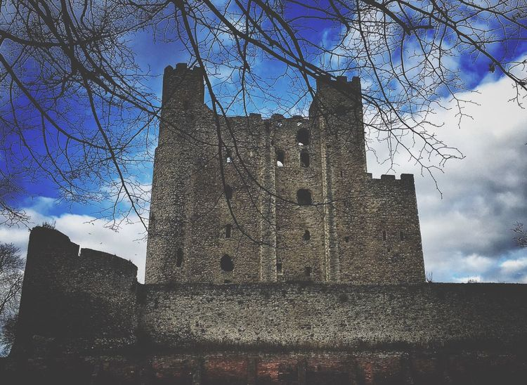 Castle Architecture Architecture_collection Stone History Built Structure Building Exterior Soft Focus Darkness And Light Light And Shadow Blue Sky Sky EyeEm Best Edits From My Point Of View Check This Out Rochester Castle EyeEm Best Shots IPhoneography Historic