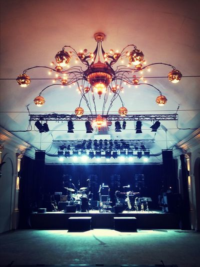 Admiral freebee AMPt_community Stage Chandelier Concerthall IPhoneography