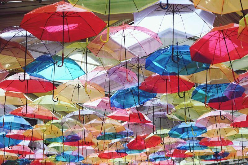 傘 カラフルアンブレラ 傘 Multi Colored Full Frame Backgrounds Large Group Of Objects No People Umbrella Pattern