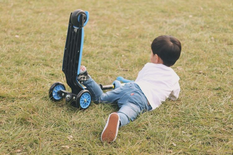 Childhood Child One Boy Only One Person Grass Full Length Outdoors Children Only Playing Leisure Activity Bike Fall Fall Over Tripped Tumble