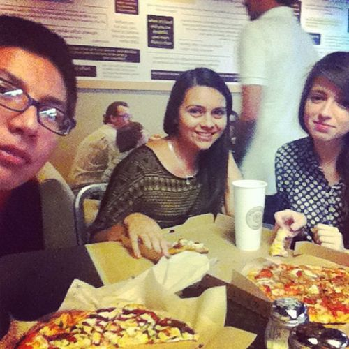 Dinner with the crew 🍕😊 Friends Crew Catchingup Monthlyouting lanextweekend miss @laurinachavez 😢