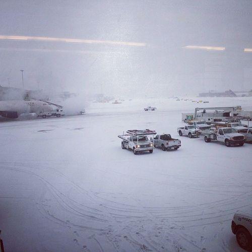 Tá complicado voltar pra casa. Boston Massachussets Loganairport Flydelay comebackhome