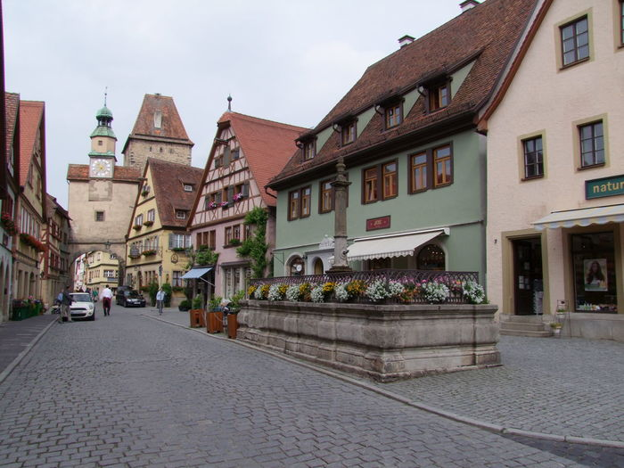 Roder arch, Markus Tower & Roder Fountain Architecture Building Building Exterior Built Structure Composition Day Exterior Façade Germany Historic House Outdoors Perspective Residential Building Residential District Residential Structure Roof Rothenburg Town Urban Wide Angle Window