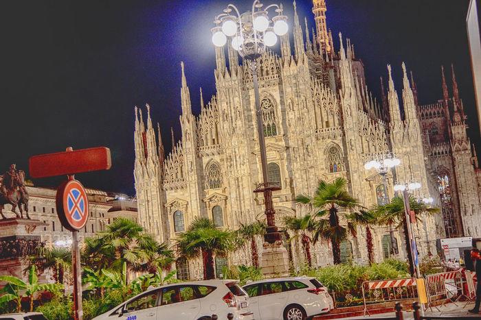 Milano come Miami Milano Streetphotography Palme Duomo Illuminated Multi Colored Sky Architecture Building Exterior