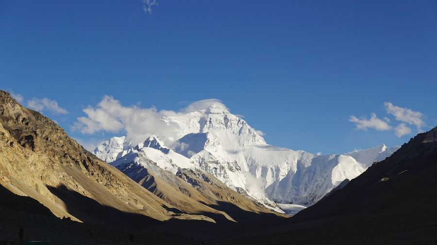 Scenic view of everest against blue sky