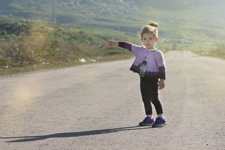 Childhood Child Full Length Girls One Person Real People Casual Clothing Front View Nature Outdoors Land Human Arm Cute Day Road Hitchhiking Hitchhiker Moms & Dads