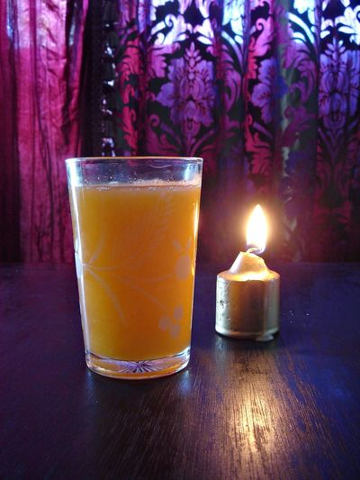 Allumé Bougie Burning Candle Close-up Day Drink Flame Food And Drink Freshness Indoors  Jus Orange No People Reflection Serving Size Table Verre Yellow