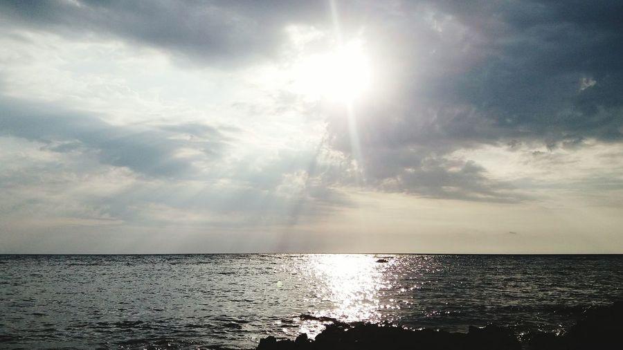 Sunset rays Sunset #sun #clouds #skylovers #sky #nature #beautifulinnature #naturalbeauty #photography #landscape First Eyeem Photo