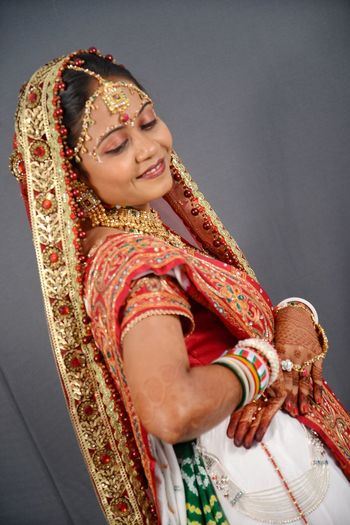 Indian Dulhan Indian Marriage Marriage  Marriage Ceremony Marriage Photoshoot Marriage Photography Beatiful Girl Dulhan Photography Themes Studio Photography Marriedlyfe Bride Wedding Dress Young Women Headwear Portrait Beautiful Woman Sari Smiling Happiness Women Embroidery Nose Ring Catholicism Place Of Worship Ceremonial Make-up Henna Tattoo Earring  Handmade Textile Factory Religion