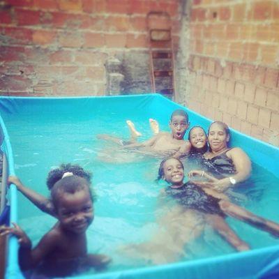 Bagunça na piscina