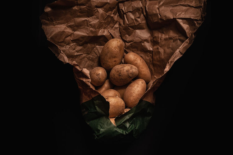 Studio Shot Indoors  Food Black Background Food And Drink Close-up Wellbeing Freshness No People Still Life Healthy Eating Vegetable Leaf Copy Space Plant Part Potato Paper High Angle View Nature Brown