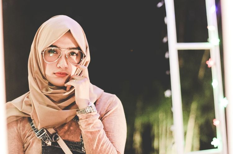 Humaninterestphotography Indonesia_photography Hijaber Portrait Nightphotography Lowlightphotography Photoshot Canonphotography Canon1200d Outdoors Photooftheday Banjarmasin Strobist Models Vscocam VSCO