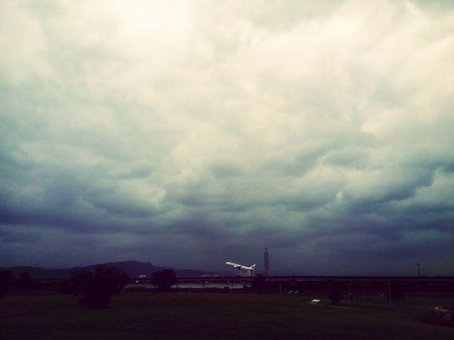 是起飛 Sky And Clouds